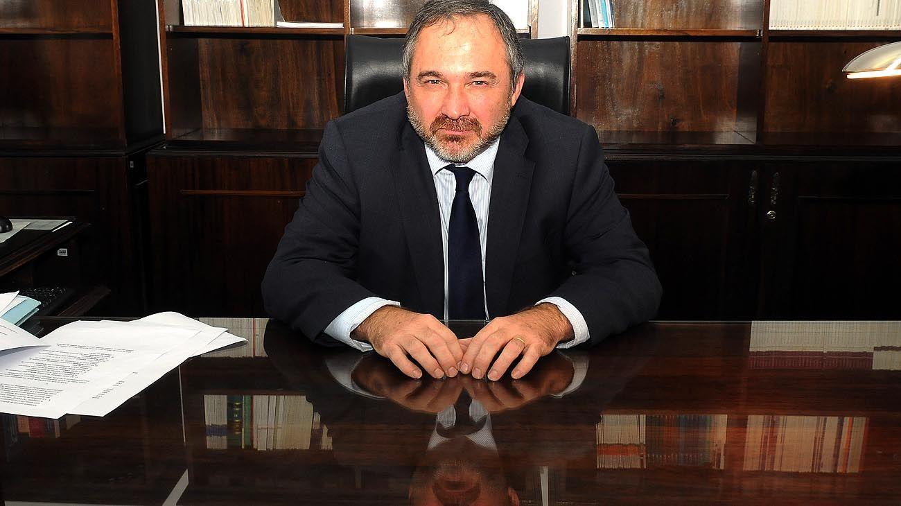 DESPACHO. Trabaja en la misma oficina que ocupó Alberto Nisman, frente a la Plaza de Mayo.