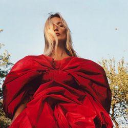 Con 45 años, Kate Moss sigue cautivando al mundo de la moda