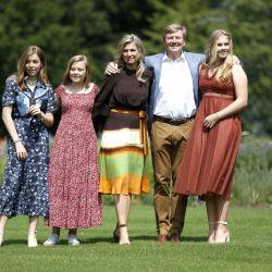 Máxima de Holanda junto a su familia en la casa nueva
