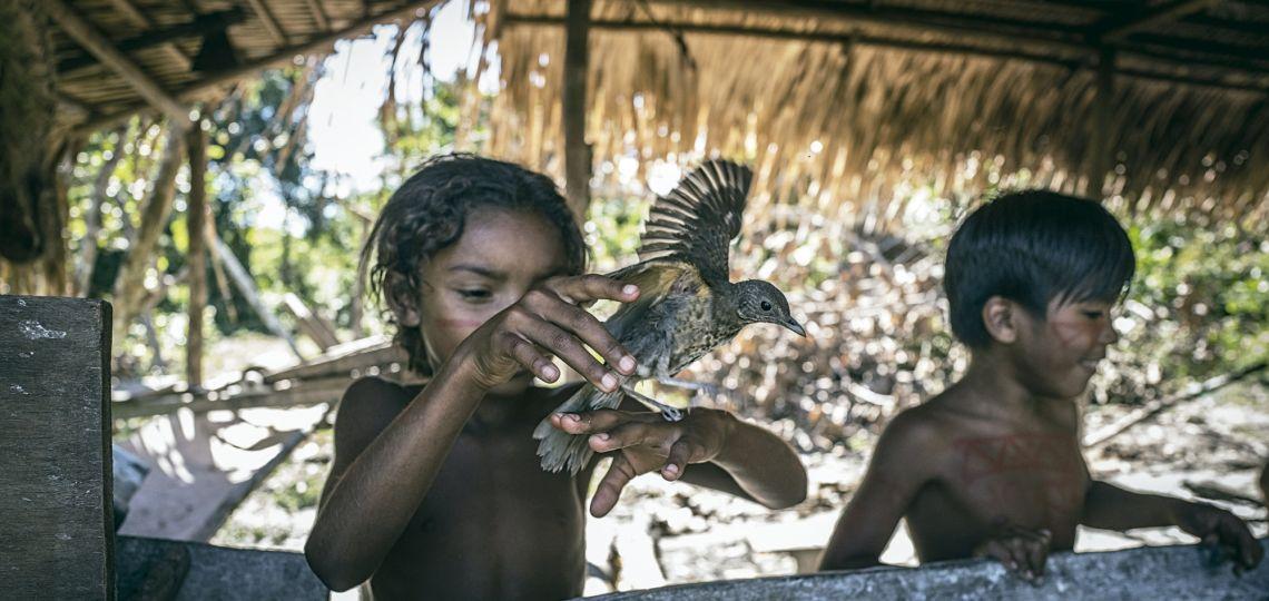 Amazonas: cómo es vivir en una tribu que lucha contra Jair Bolsonaro