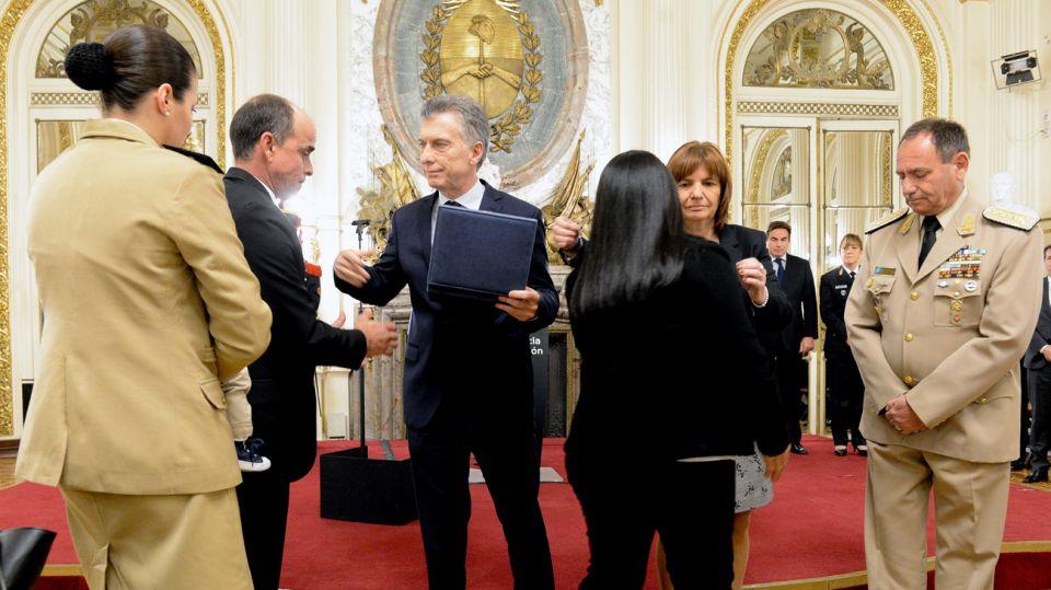 El presidente y la ministra de Seguridad Patricia Bullrich recibieron a las familias de los caídos en servicio.
