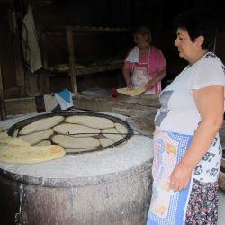 Los pequeños panes tienen un sabor único cuando están recién salidos del horno. Suelen servirse con queso y vino.