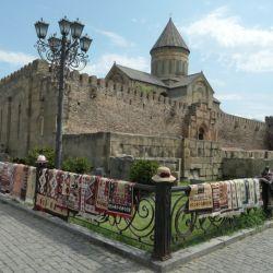 La catedral de Svetitsjoveli fue construida en el siglo XI. Se encuentra en medio de la ciudad de Miskheta.