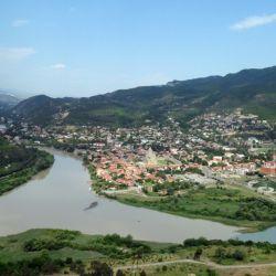Por Miskheta corren dos grandes ríos, el Kura y el Aragvi.