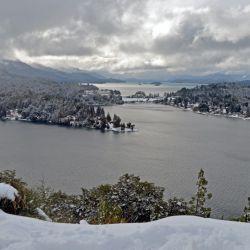 Bariloche está llena de nieve como pocas veces, y el aeropuerto funciona a full. Es la oportunidad perfecta para visitarla en estas vacaciones.