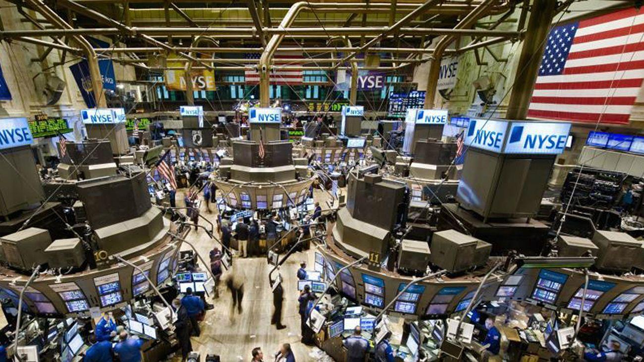 Caen las acciones en EE.UU. y fluctúan los bonos del Tesoro, tras las palabras de Powell