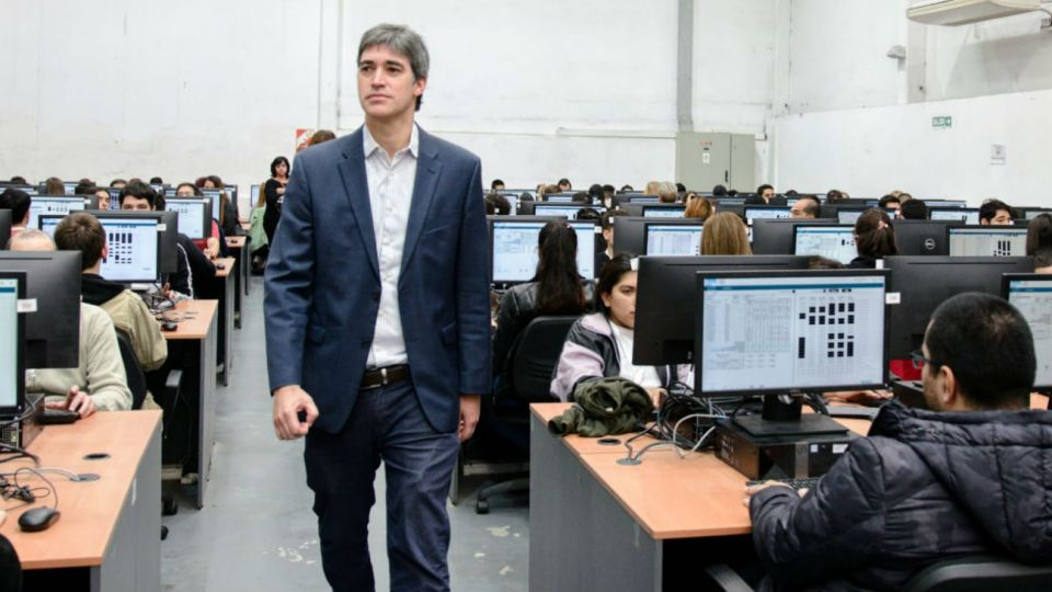 El secretario de Asuntos Políticos, Ardían Pérez, durante el simulacro del sábado pasado en la sede central del Correo Argentino.