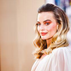 Margot Robie impone el color rojo para la sombra de los ojos