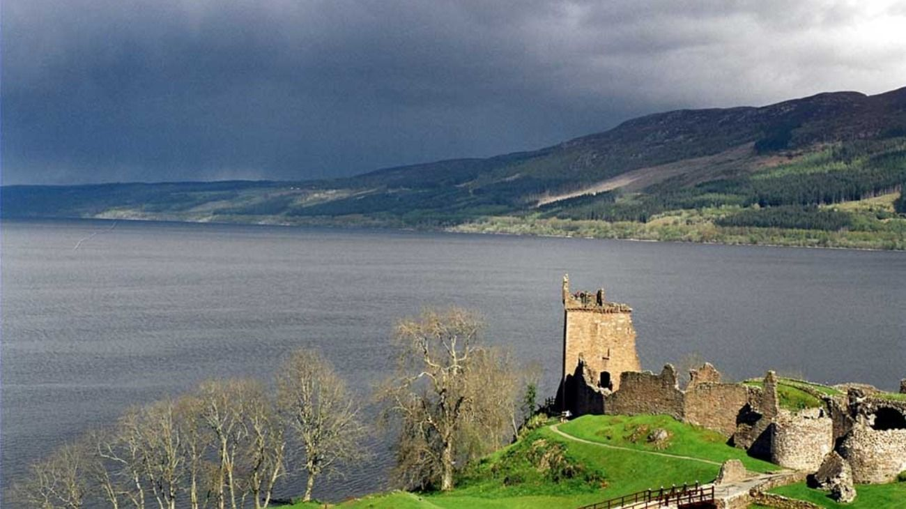 El evento organizado por Facebook plantea una convocatoria en el Lago Ness (foto) en Escocia, con el objetivo de comprobar la existencia de Nessie, un legendario monstruo que -dicen- habita esas aguas.