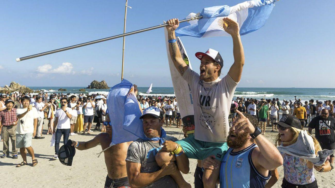Santiago Muñiz, campeón del mundo en surf, competirá en los Juegos Panamericanos de Lima.