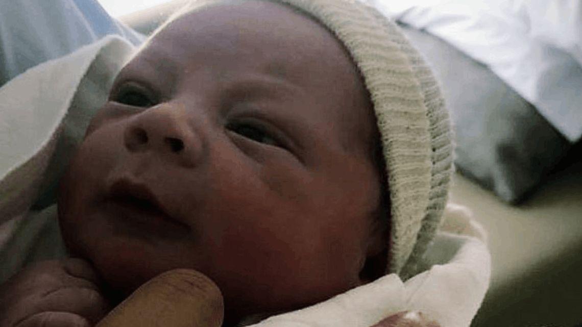 Benjamìn, el cuarto hijo del muñeco Marcelo Gallardo.