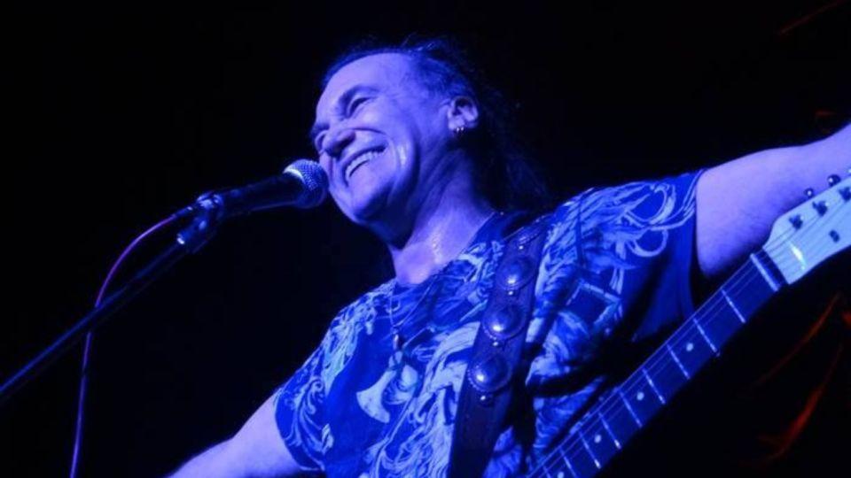 En un extenso y emotivo posteo en su cuenta de Facebook, el reconocido guitarrista Gady Pampillón anunció que padece de una grave enfermedad.