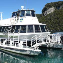 Con horarios de ida y regreso, se estableció desde el 26 de julio un servicio de catamarán gratuito especial para turistas de Bariloche a Villa La Angostura.