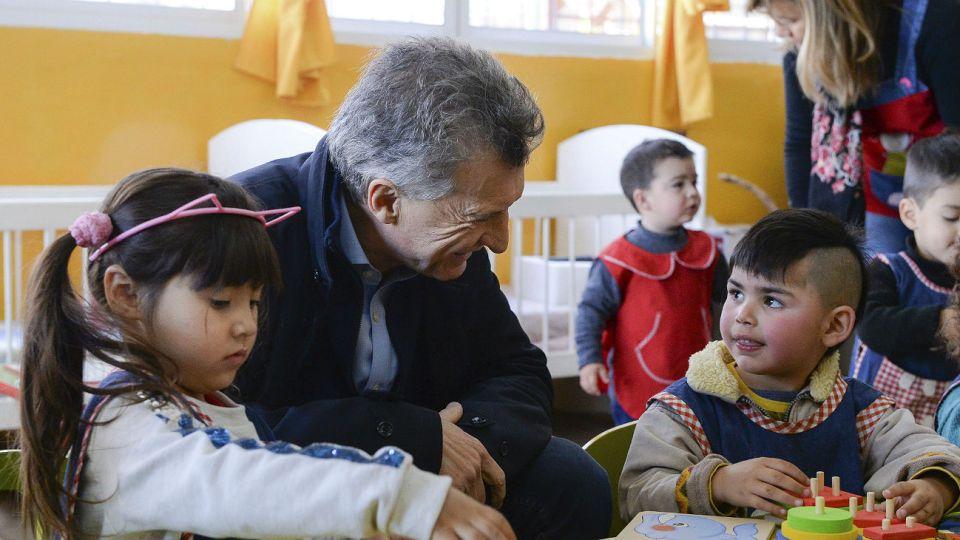 """Macri visitó el nuevo Espacio de Primera Infancia """"Tutú Marambá"""", que brinda atención integral a unos 40 niños en Villa Mercedes, San Luis."""
