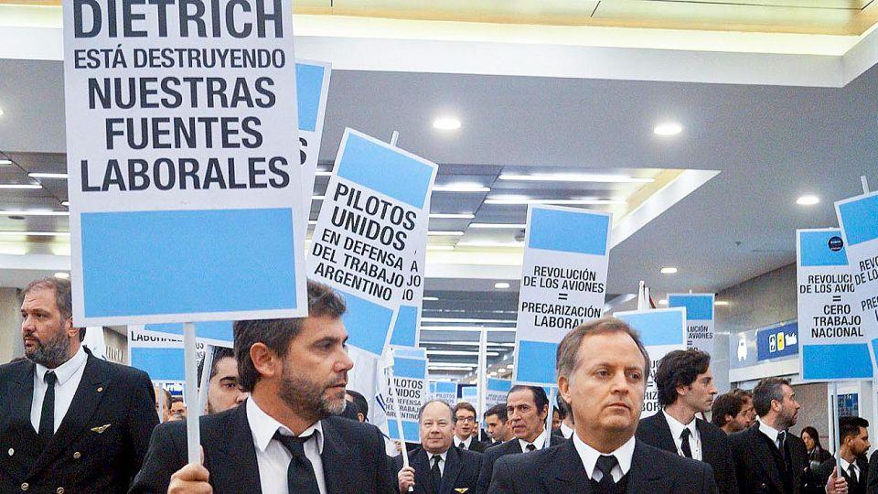 20192807_protesta_pilotos_aeronauticos_cedoc_g.jpg