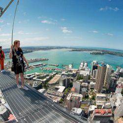 La Sky Tower, ubicada en Auckland, Nueva Zelanda, este edificio de 328 metros de alto ofrece una vista privilegiada y única de la ciudad.