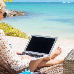 Una nueva tendencia que está en auge y viene para quedarse es la de los nómades digitales: profesionales que trabajan remotamente desde cualquier parte del mundo.