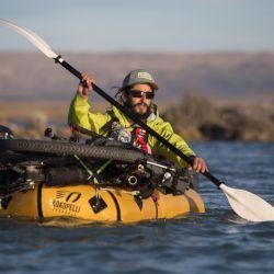 Practicando con los packraft en el río, a minutos de aventurarnos en la navegación.