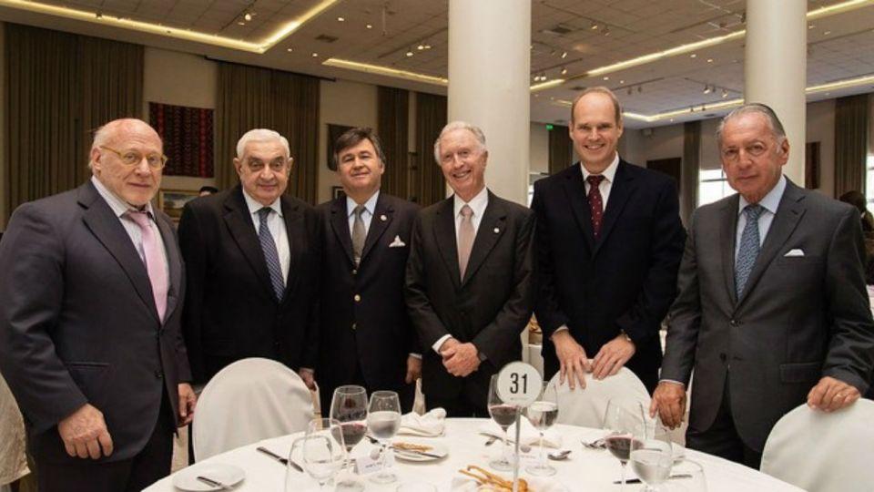 El Grupo de los Seis: Daniel Pelegrina, Julio César Crivelli, Adelmo Gabbi, Jorge Di Fiori, Javier Bolzico y Daniel Funes de Rioja.