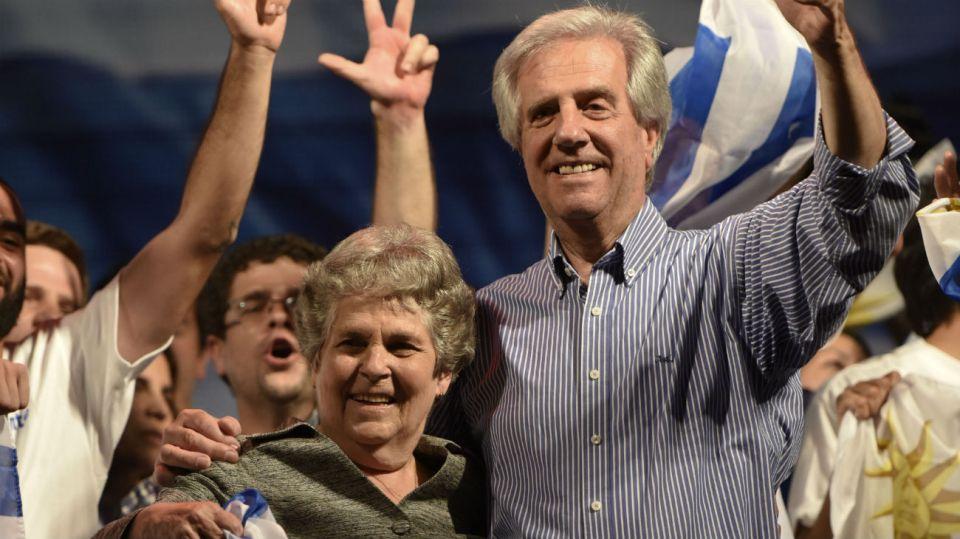 La ex primera dama de Uruguay María Auxiliadora Delgado junto a su esposo, el presidente Tabaré Vázquez.