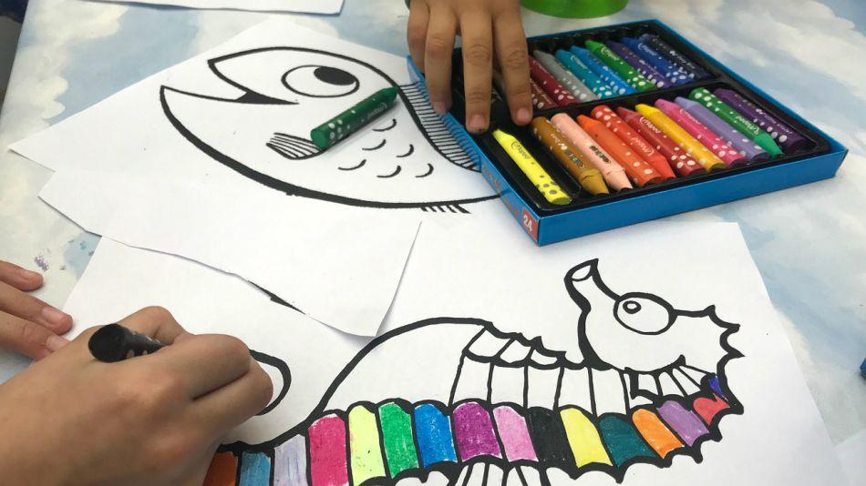 Dibujar y pintar, una actividad gratuita e interesante para chicos en vacaciones.