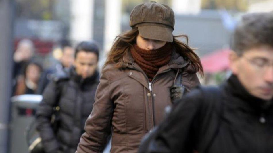 frio gente abrigada clima