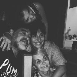 Gianinna junto a sus padres y a Dalma