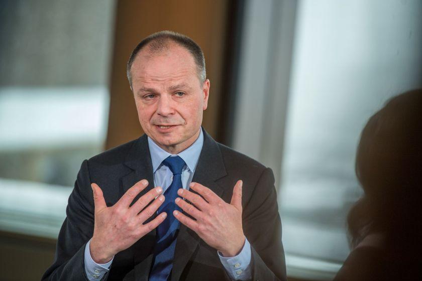 Banco HSBC anuncia supresión de cuatro mil empleos