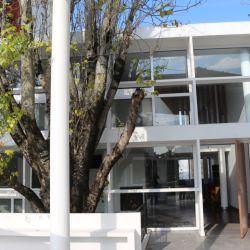 Terraza de la Casa Curutchet que da a la plaza Rivadavia, única vivienda en Latinoamérica diseñada por LeCorbusier.