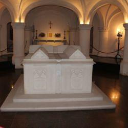 La cripta que guarda los restos de Dardo Rocha está debajo de la Catedral, se accede desde el museo eclesiático.