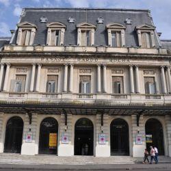 El Pasaje Dardo Rocha fue la primera estación, luego oficinas municipales y hoy es un atractivo y concurrido centro cultural.