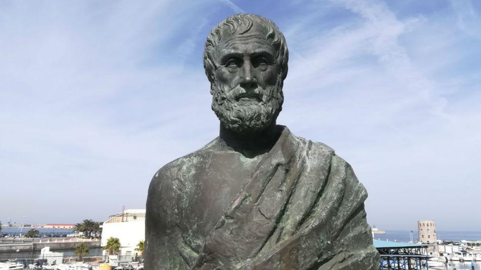 Aristóteles sostenía que la verdadera felicidad consiste en hacer el bien.