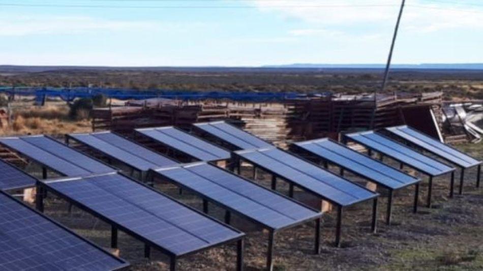 Chubut, un paraíso patagónico que gracias a la electrificación solar, eliminó los cortes de energía, bajó los costos y conserva su reserva natural.