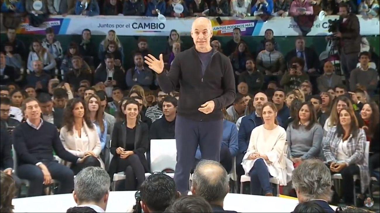 El jefe de Gobierno porteño, Horacio Rodríguez Larreta, en Ferro junto a la gobernadora María Eugenia Vidal.