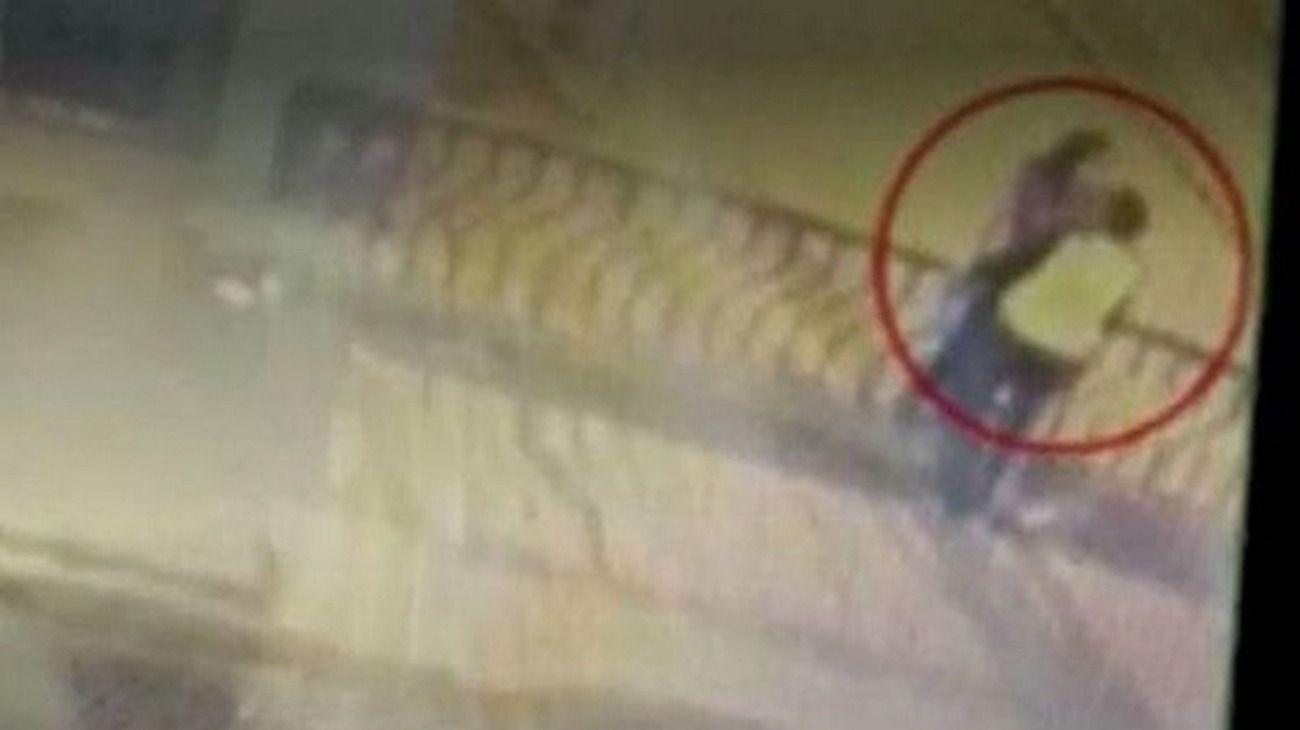 Perú: una pareja murió al caer de un puente mientras se besaban