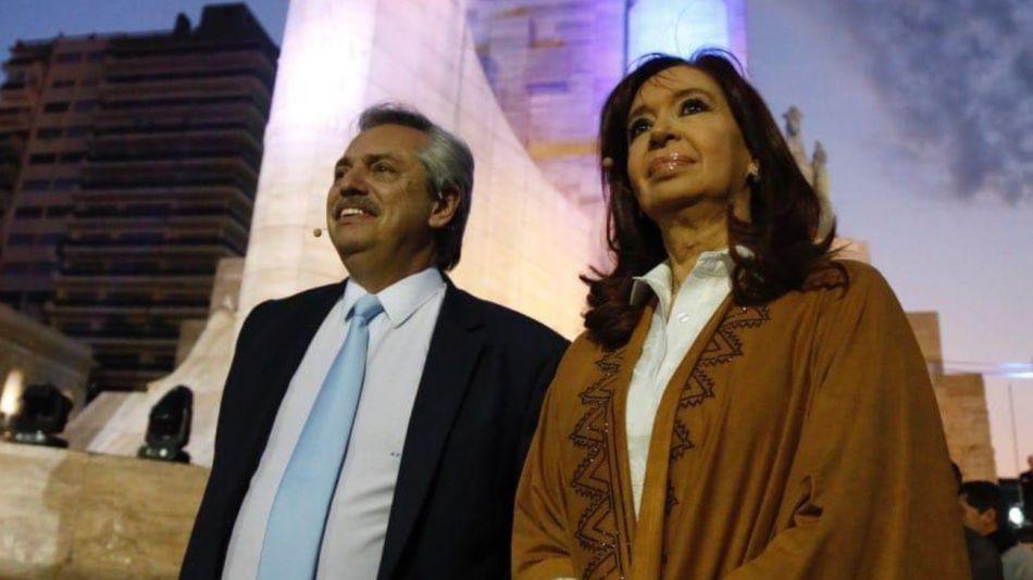 Alberto Fernández y Cristina Kirchner cerraron su campaña en el Monumento a la Bandera en Rosario.