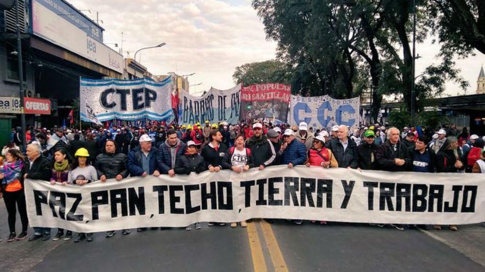 Los movimientos sociales realizan una cuarta marcha por San Cayetano.