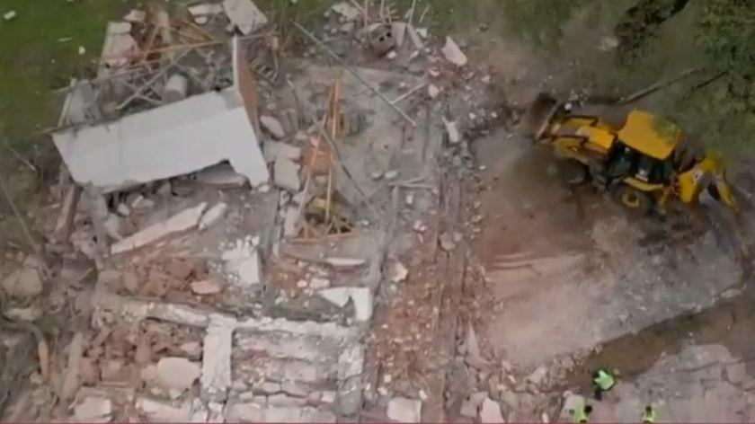 Se derrumbó un edificio en construcción y quedó grabado — Impactante