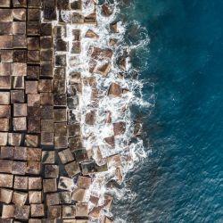 La costa barcelonesa luce así desde las alturas.