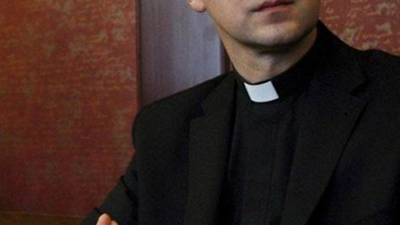 Detienen a un sacerdote acusado de abusar de una nena que se preparaba para tomar la comunión