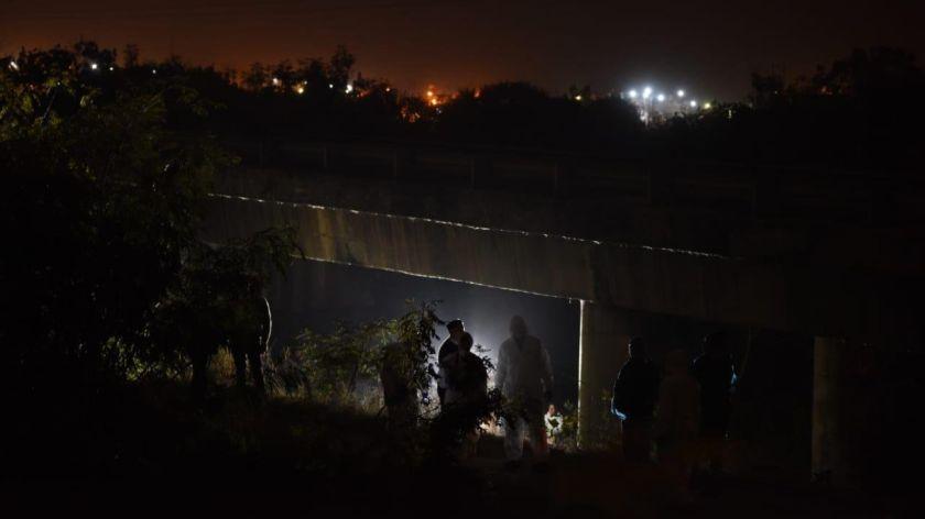 Un niño de 4 años apareció colgado de un puente — Horror