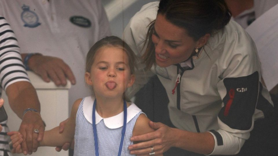 Kate Middleton junto a su hija en la regata