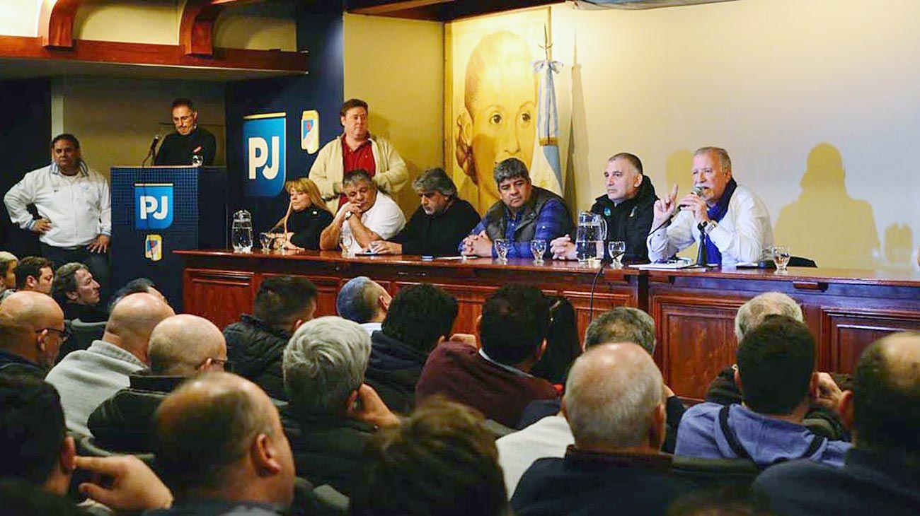 Reunión. Pablo Moyano fue de los pocos que se mostraron en el PJ con los candidatos gremiales.
