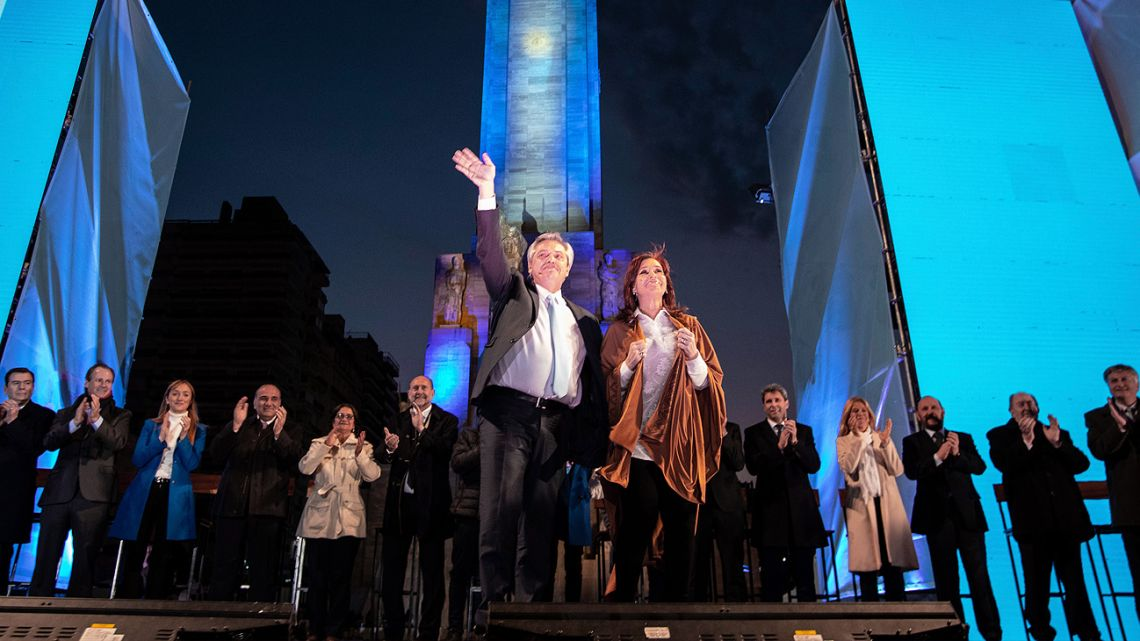 Alberto Fernández with Cristina Fernández de Kirchner, at their rally in Rosario on Wednesday.