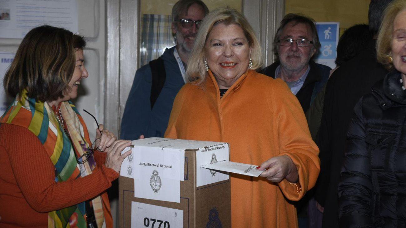 Elisa Carrió se mostró feliz por no ser candidata. Aún así dijo que iría en el momento del recuento de votos al bunker