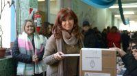 Cristina Fernández de Kirchner emitió su voto en la Mesa 611 del Colegio Secundario N° 19 de Río Gallegos.