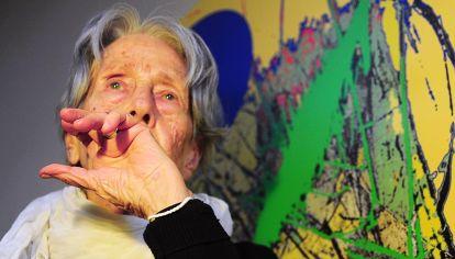 Estampa. La fotógrafa y activista, de 90 años, retratada en su departamento de Congreso.