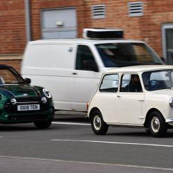 El primer Mini de 1959 y el modelo 10 millones participaron de los festejos.