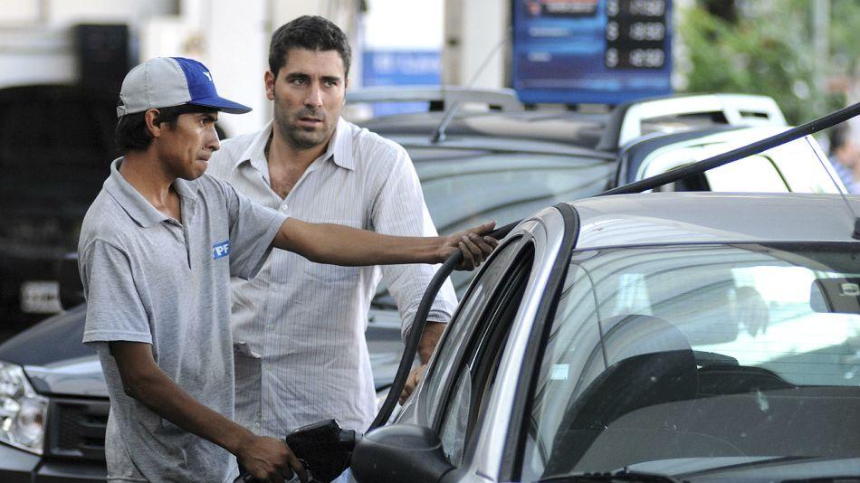 Nafta. Las miradas apuntan a cuánta saldrá el litro en los próximos días.
