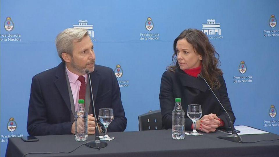 Los ministros Rogelio Frigerio y Carolina Stanley en conferencia de prensa.